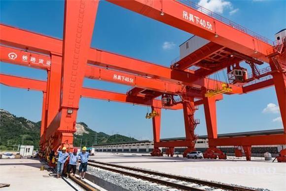 珞璜铁路综合物流枢纽建设推进顺利 6台大型起重设备安装完毕!