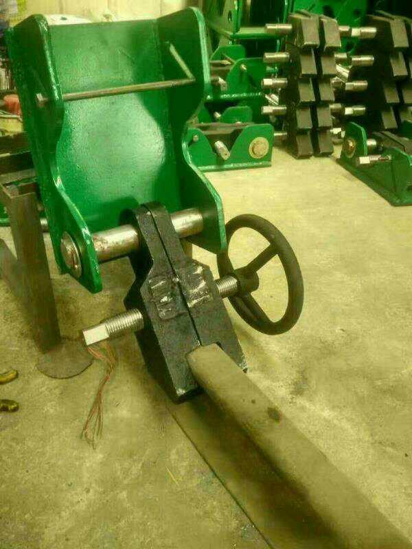龙门吊翻版式夹轨器