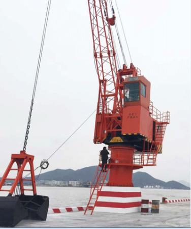 青島浮式起重機