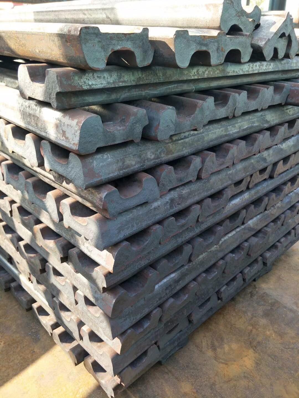 钢轨夹板压板,道轨压轨器,使用方法宏鑫工矿提供