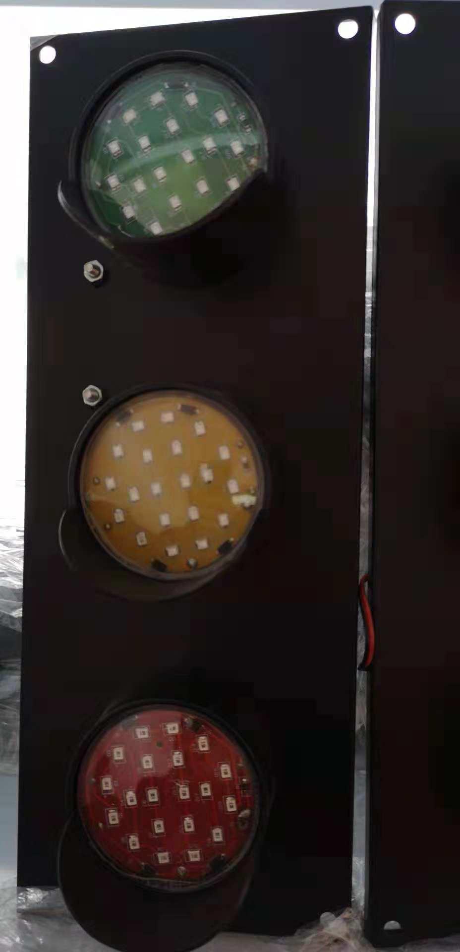 电源指示灯