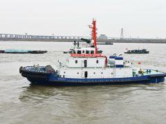 镇江船厂顺利出厂2艘全回转拖船!